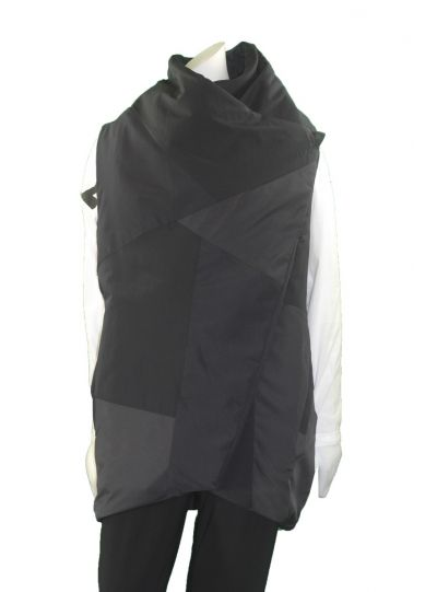 Moyuru Black Sleeveless Vest 183404