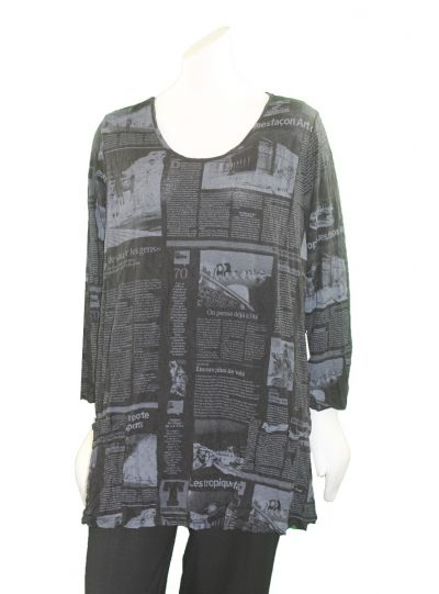 Comfy Plus Size Black News Print Crinkle 2 Pocket Top C524